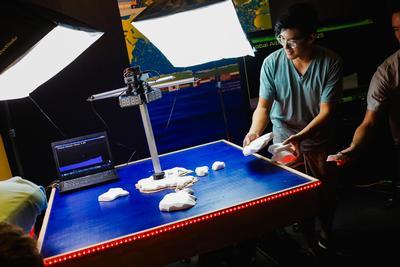 Undergraduate engineers, Birch Aquarium collaborate on innovative exhibits
